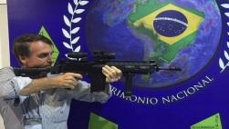 bolsonaro-arma