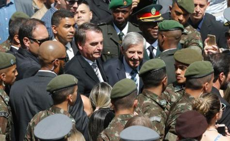 Bolsonaro-e-militares