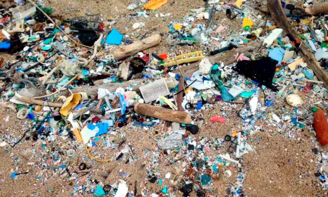lixo plastico