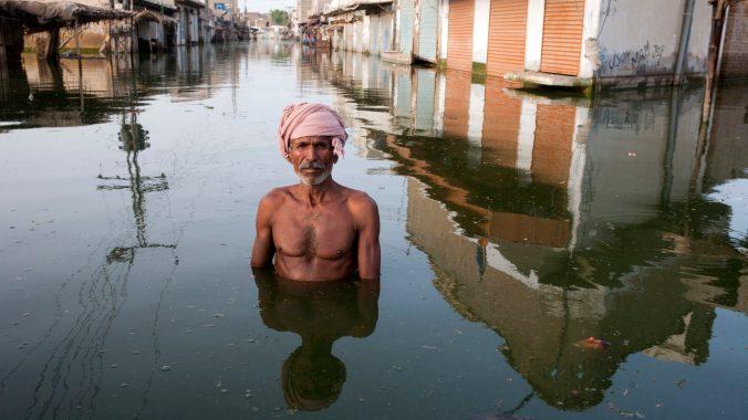Pakistan - Floods - Portrait in floodwaters