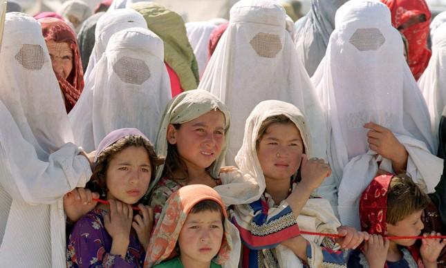 crinaças e mulheres afegãs
